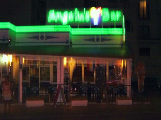 Angelus Bar: Angelus at night