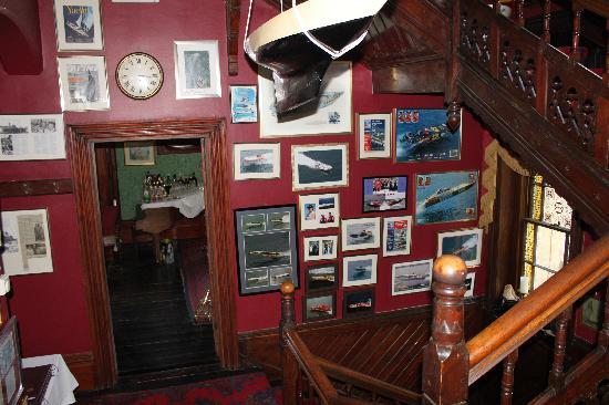 Villa Rothsay Hotel: hallway & stairs
