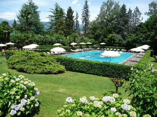 Hotel Simplon: Pool and gardens
