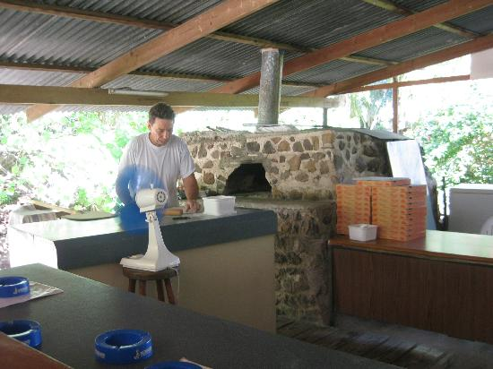 Pizza Daniel: Mr. Daniel and the brick oven