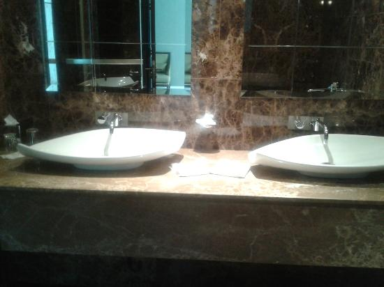 Lough Rea Hotel and Spa: sinks
