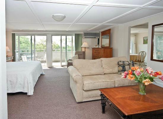 Sea Lion Motel: Main House - Suite One