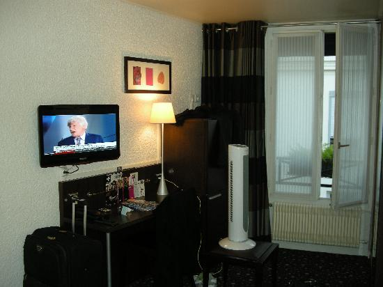 Le 55 Montparnasse Hotel: The Room was ok