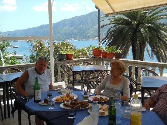 Hotel Pana Kotor : Small Hotel Pana-terrace