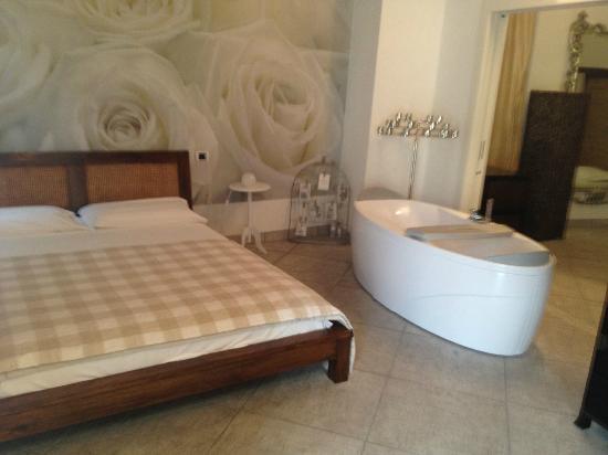Villa Maggie: Master bedroom with built-in bath