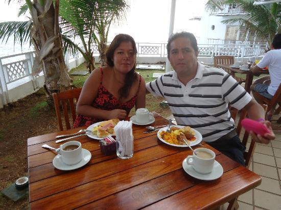 Restaurante Aquarius: ALMORZANDO EN EL DECAMERON AQUARIUM/ NANCY Y HUGO