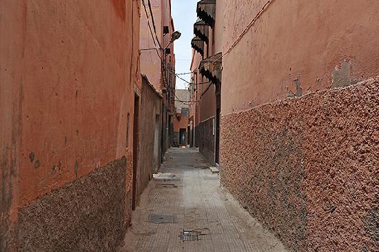 Riad Le Marocain: Rue du riad - entrée à droite