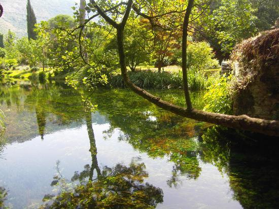 Monumento Natural - Jardim das Ninfas (Giardino di Ninfa): Fiume
