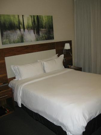 DoubleTree by Hilton Cape Town - Upper Eastside: Another view of the room