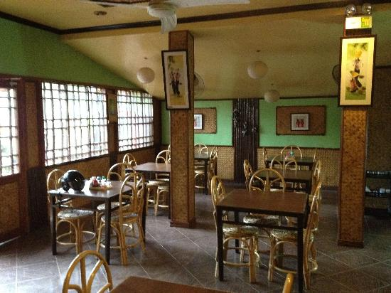 Rene's Saigon : Inside