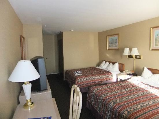 Howard Johnson Torrance: Inside our room