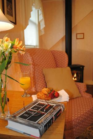 Brass Lantern Inn: The Pinnacle Room