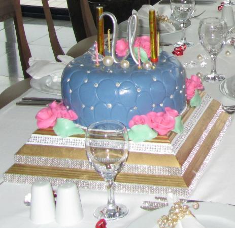 Titanic Beach Lara Hotel: Birthday Cake