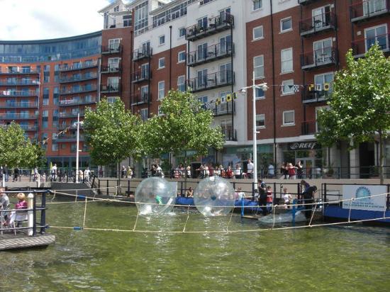 Portsmouth, UK: Gunwharf Quays area