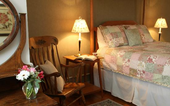 Brass Lantern Inn : Sterling Mountain Room