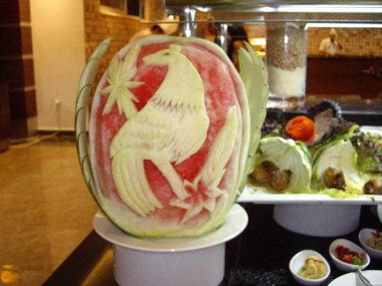 Diamond Hill Resort & Spa: Melon carving in the restaurant