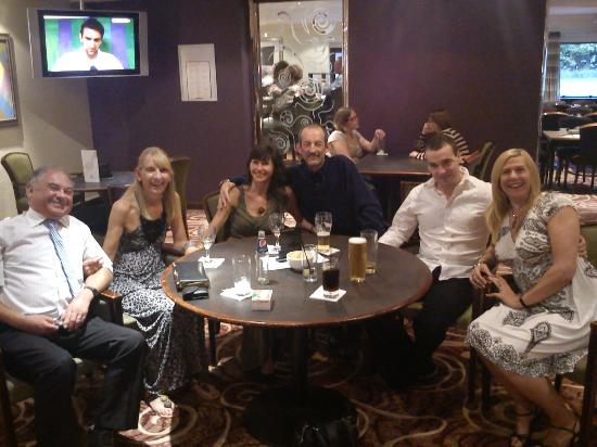 Mercure Livingston: Friends together in the hotel bar