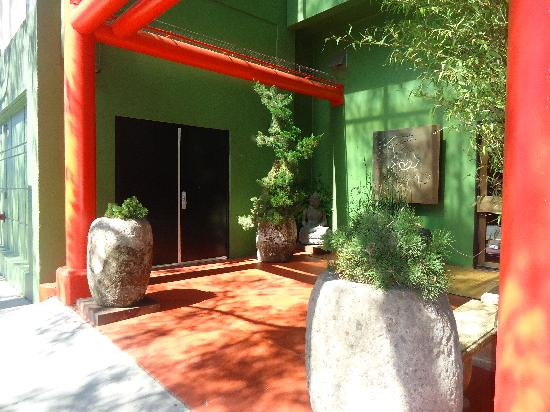 Kabuki Springs and Spa: the entrance