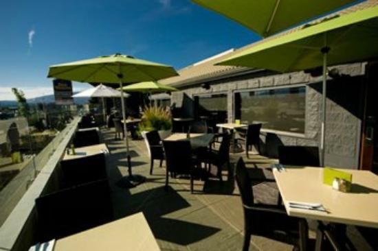 Ora Restaurant: exterior patio day