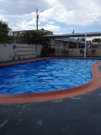 Monterey Non-Smokers Motel: the pool is very well maintained and very nice