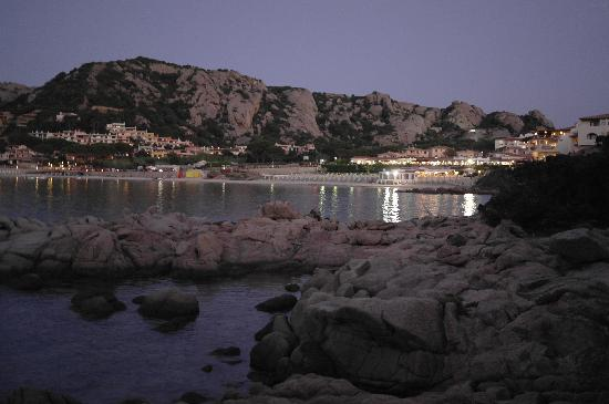 Club Hotel: Baja Sardinia dal sentiero che porta dall'hotel alla spiaggia