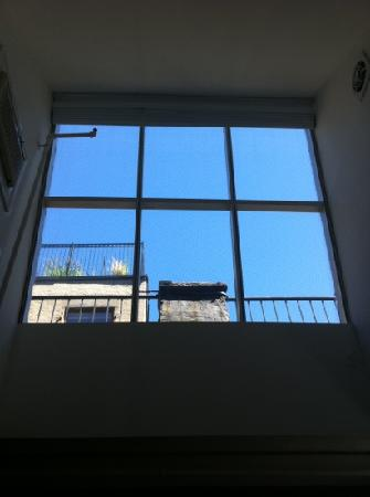 The Townhouse Inn of Chelsea: rm 54 skylight
