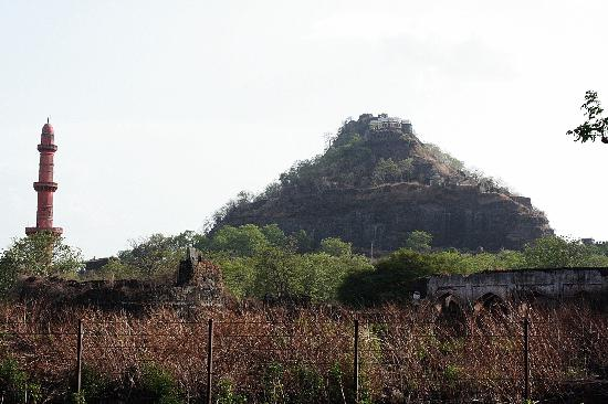 Daulatabad Fort: A view of the fort wall, the minar and the palace - from the main road between Ajintha and Auran