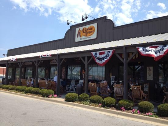 Cracker Barrel: a great country atmosphere
