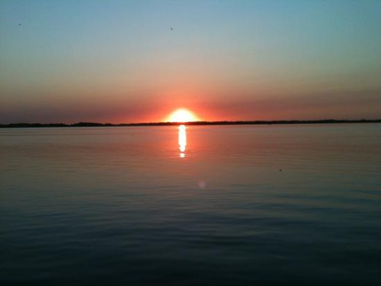 Midway Beach Resort and Campground: beautiful sunset!