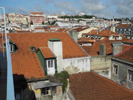 Grande Pensao Residencial Alcobia: Blick vom kleinen Balkon über die Altstadt von Lissabon