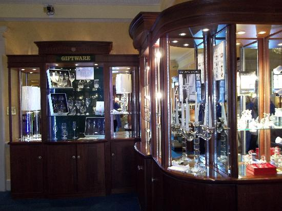 Galway Irish Crystal Heritage Centre: The showroom floor