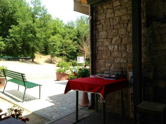 Trattoria Cibocchi: terrazza esterna - ingresso -