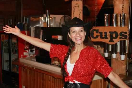 Fort Hays Chuckwagon Supper & Cowboy Music Show: Lizzy