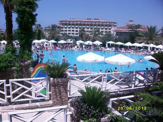 Corolla Hotel: vue sur une des piscines