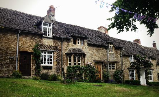 Cotswold Roaming: House in one of the many beautiful towns we drove through!