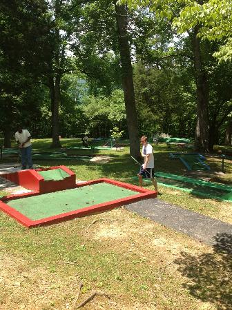 Buckhorn Lake State Resort: Putt putt