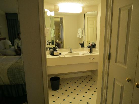 La Quinta Inn Sacramento Downtown: bathroom area