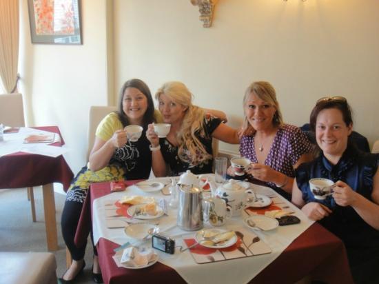 Sandhurst Tearooms : afternoon tea at Sandhurst Tea Rooms