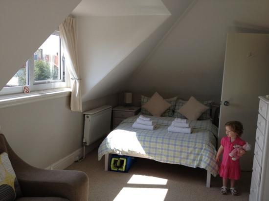 Mory House: room 6 - family room