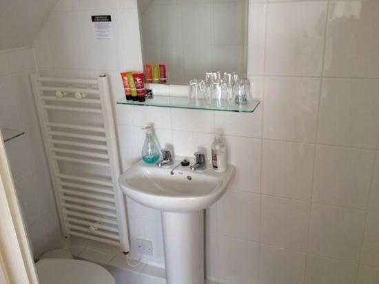 Mory House: ensuite room 6