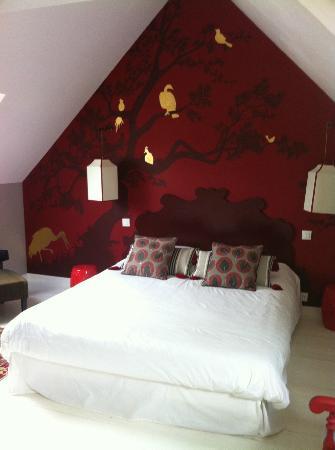 La Haute Flourie: Chambre blanche, rouge, dorée, fraichement décorée !