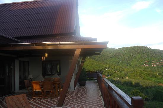 Baan KanTiang See Villa Resort (2 bedroom villas) : Villa Balcony