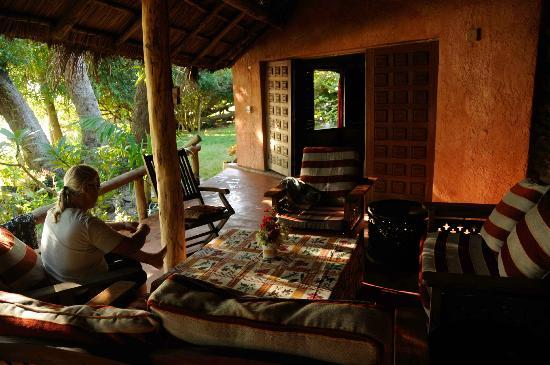 Sailaway Dhow Safaris: BENGUERRA COTTAFE VERANDAH