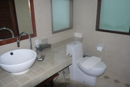 Baan KanTiang See Villa Resort (2 bedroom villas) : Bathroom