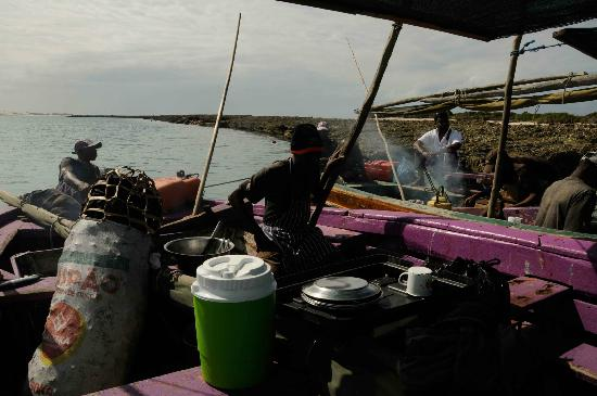 Sailaway Dhow Safaris: LINCH ON DHOW