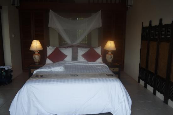 Baan KanTiang See Villa Resort (2 bedroom villas) : Room