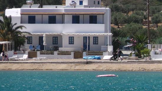 Nikias Rooms & Apartments: Front View