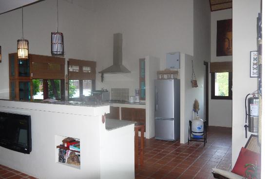 Baan KanTiang See Villa Resort: Kitchen