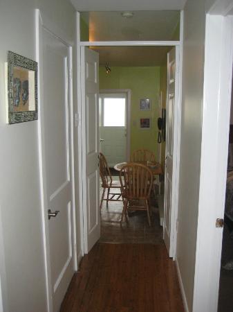 Long's Hill Suites: Hallway