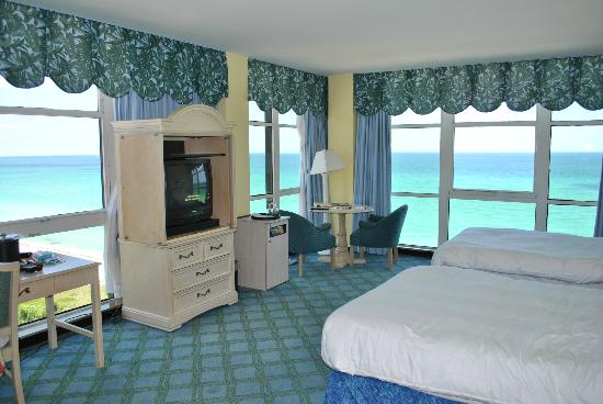 Miami Beach Resort and Spa: Room
